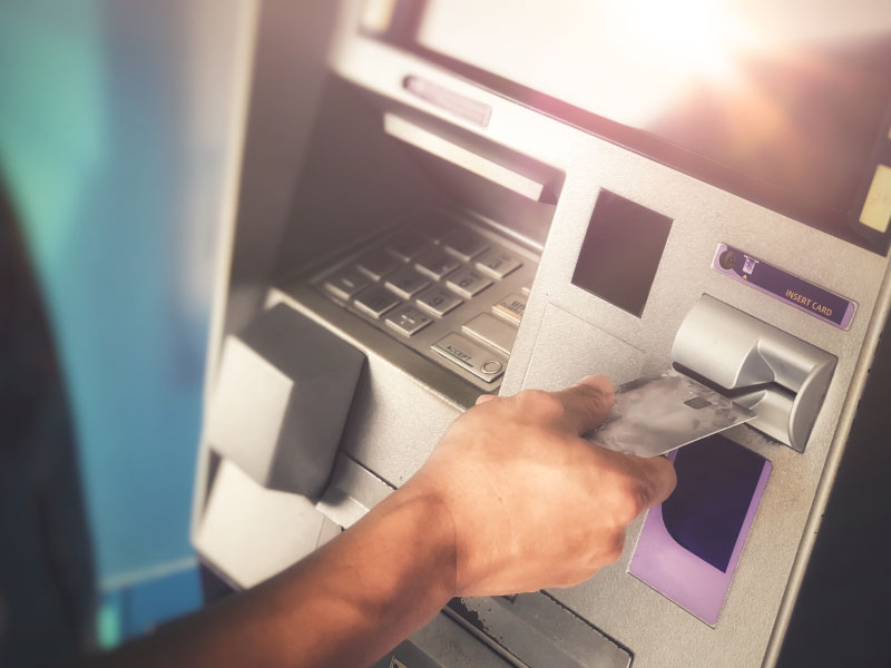 atm-user-citizens-bank-image