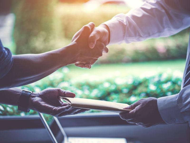 shaking-hands-citizens-community-bank-image